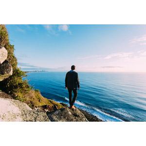 フリー写真, 人物, 男性, 後ろ姿, 眺める, 人と風景, 海岸, 海, 青空, オーストラリアの風景