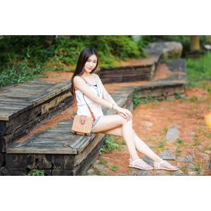 フリー写真, 人物, 女性, アジア人女性, 楚珊(00053), 中国人, 座る(ベンチ), ワンピース, 鞄(カバン)