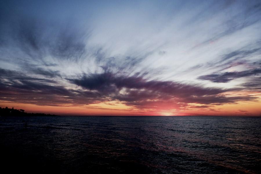 フリー写真 陽が沈んだ日暮れの海の風景