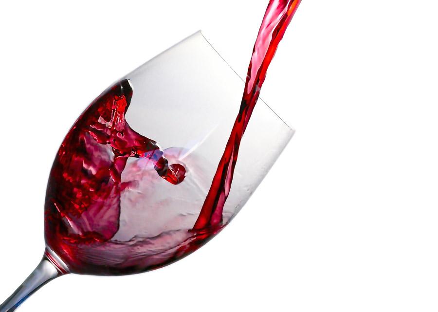 フリー写真 グラスに注ぐ赤ワイン