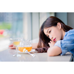 フリー写真, 人物, 女性, アジア人女性, 楚珊(00053), 中国人, 突っ伏す, 喫茶店(カフェ), 飲食店, 飲み物(飲料)