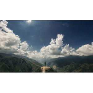 フリー写真, 風景, 山, 青空, 雲, 人と風景, 後ろ姿, 眺める