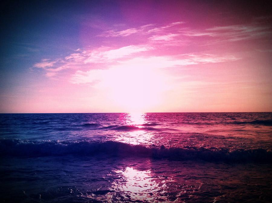 フリー写真 紫色の夕暮れの海