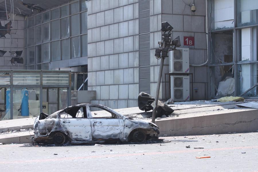 フリー写真 2015年天津浜海新区倉庫爆発事故によって損壊した建物と車