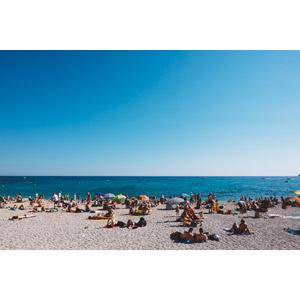 フリー写真, 風景, ビーチ(砂浜), 海, 人と風景, 海水浴, レジャー, 人込み(人混み), 青空, フランスの風景