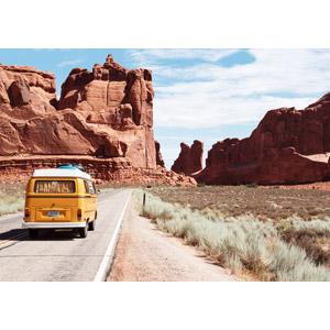 フリー写真, 風景, 岩山, アーチーズ国立公園, アメリカの風景, ユタ州, 道路, 乗り物, 自動車, ワンボックスカー