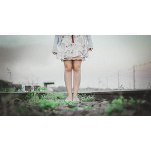 フリー写真, 人物, 女性, 脚, 線路(鉄道)
