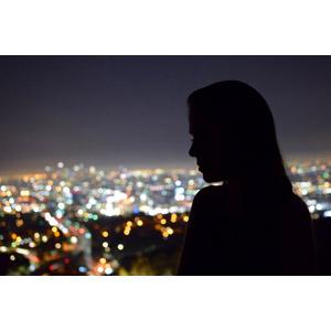 フリー写真, 人物, 女性, シルエット(人物), 横顔, 人と風景, 夜景, 玉ボケ