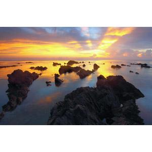 フリー写真, 風景, 自然, 岩, 海, 夕暮れ(夕方), 夕焼け, 海岸