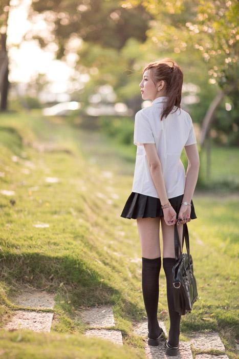 フリー写真 夏服の学生服姿の女子高生の後ろ姿