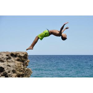 フリー写真, 人物, 少年, 飛び込む(ダイブ), バク転(バック転), 水着, 海水パンツ, 海水浴, 海