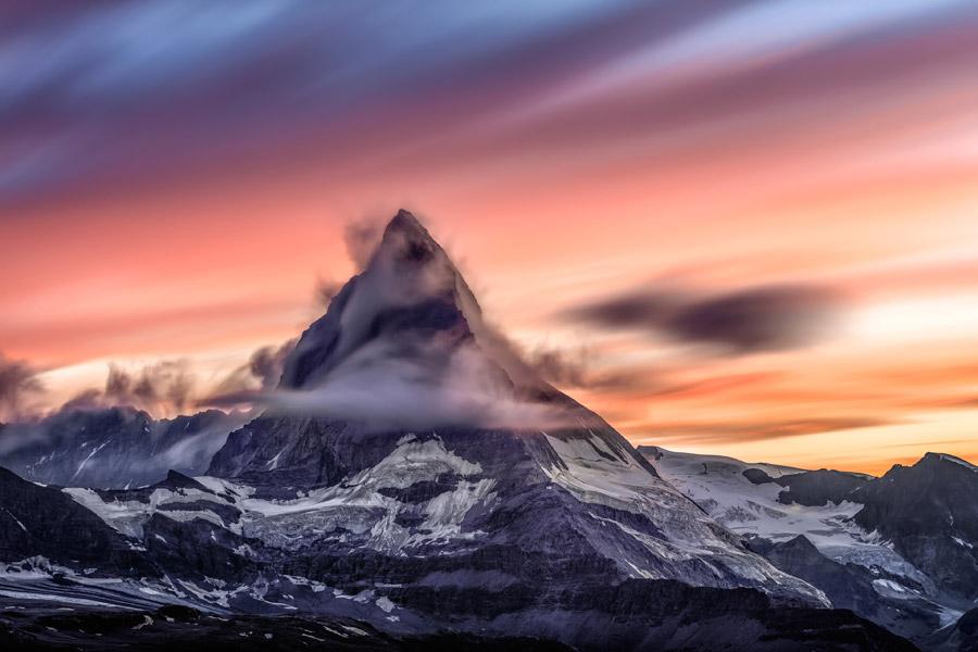 フリー写真 夕暮れのマッターホルンの風景