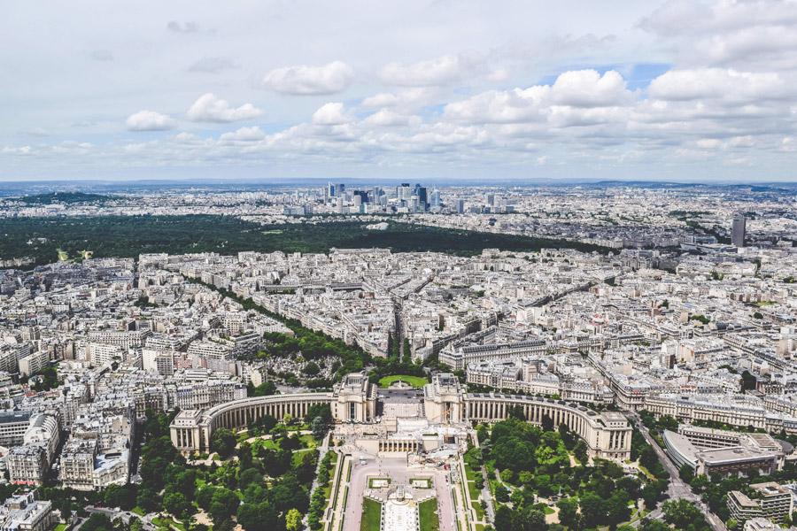 フリー写真 シャイヨ宮とパリの街並み風景