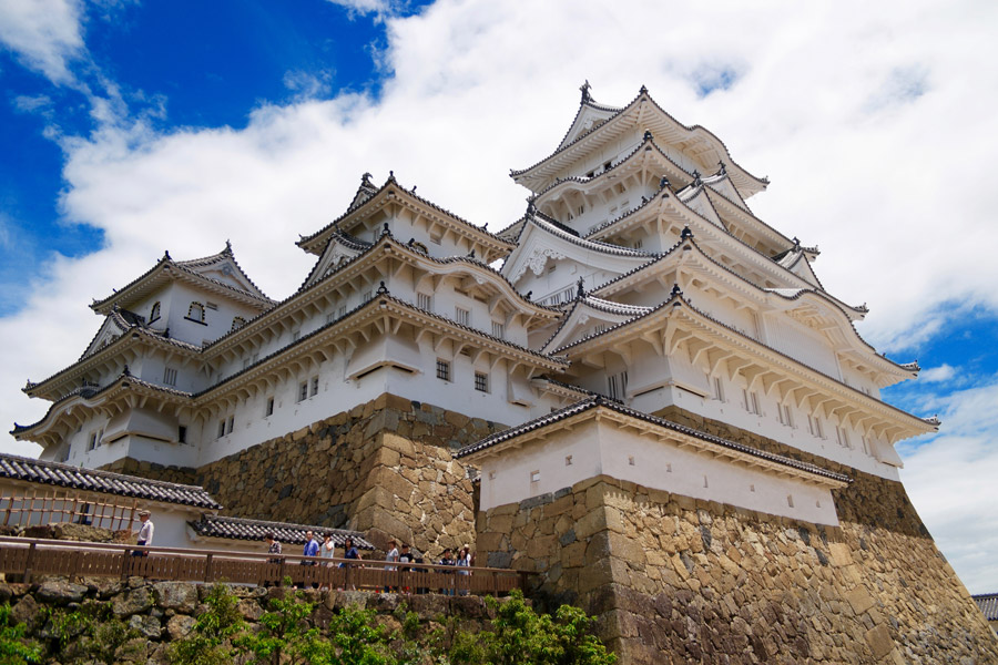 フリー写真 姫路城の天守と石垣の風景