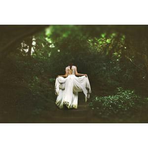 フリー写真, 人物, 女性, 外国人女性, 花嫁(新婦), ウェディングドレス, 後ろ姿, 人と風景, 森林