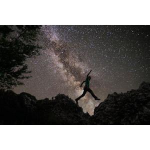 フリー写真, 風景, 夜, 夜空, 星(スター), 天の川, 崖, 人と風景