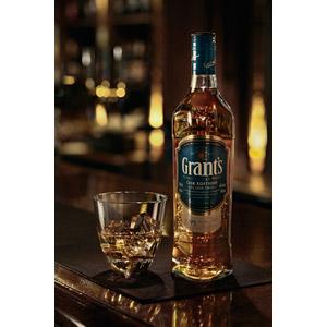 フリー写真, 飲み物(飲料), お酒, ウイスキー, ウイスキーグラス, 酒場(バー), 飲食店