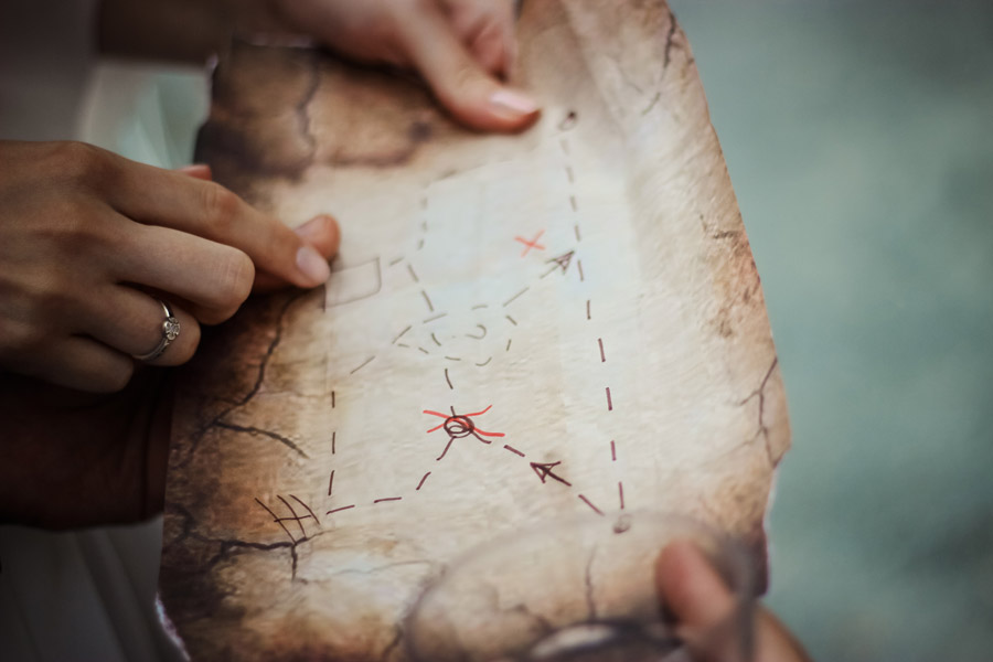 フリー写真 羊皮紙に描かれた宝の地図
