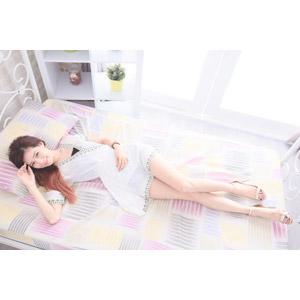 フリー写真, 人物, 女性, アジア人女性, DUDU(00216), ワンピース, ベッド, 寝転ぶ, 仰向け