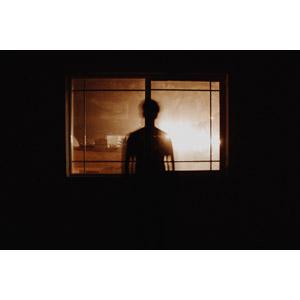 フリー写真, 人物, 影, 人と風景, 窓, 夜