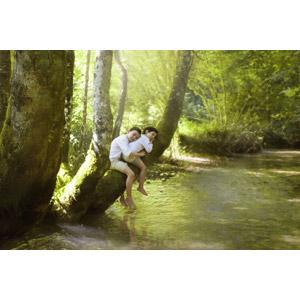 フリー写真, 人物, 子供, 男の子, 外国の男の子, 二人, 人と風景, 樹木, 森林, 河川, 寝る(寝顔)