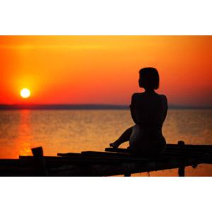 フリー写真, 人物, 女性, シルエット(人物), 人と風景, 朝日, 朝焼け, 海