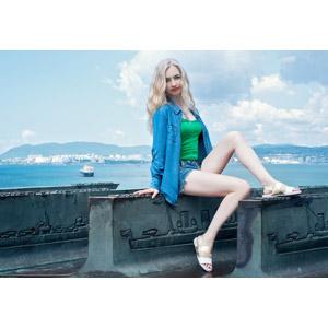 フリー写真, 人物, 女性, 外国人女性, ロシア人, 金髪(ブロンド), ショートパンツ, 海