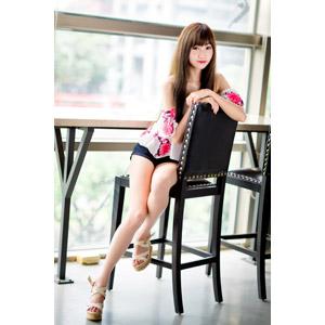 フリー写真, 人物, 女性, アジア人女性, 嚴琪琪(00273), 中国人, 座る(椅子), ショートパンツ, 横座り