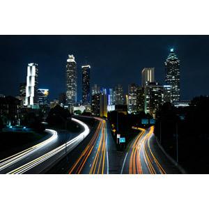 フリー写真, 風景, 建造物, 建築物, 高層ビル, 都市, 街並み(町並み), 夜, 夜景, 光線, 高速道路, 道路, アメリカの風景, ジョージア州, アトランタ