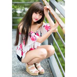 フリー写真, 人物, 女性, アジア人女性, 嚴琪琪(00273), 中国人, しゃがむ