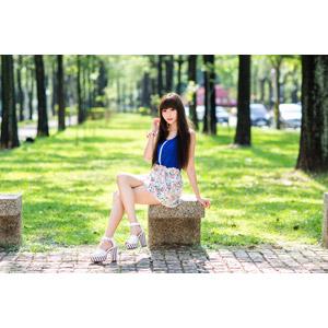 フリー写真, 人物, 女性, アジア人女性, 嚴琪琪(00273), 中国人, ミニスカート, 座る(ベンチ), 足を組む