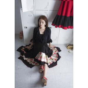 フリー写真, 人物, 女性, アジア人女性, 韓国人, 座る(床), ドレス, ロッカー