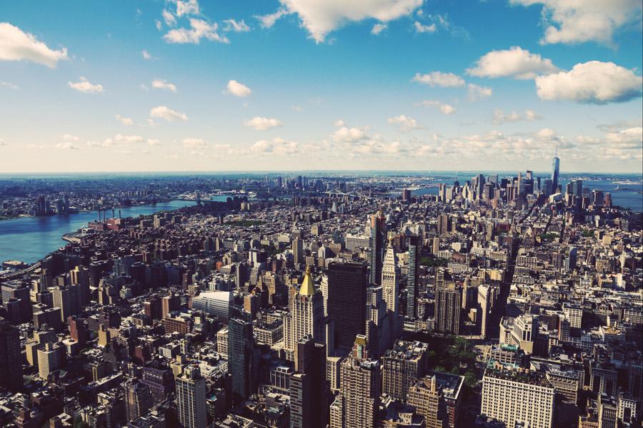 フリー写真 青空とニューヨークの街並み