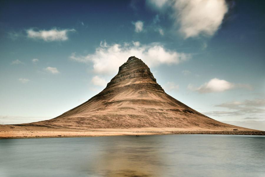 フリー写真 川とキルキュフェットル山の風景