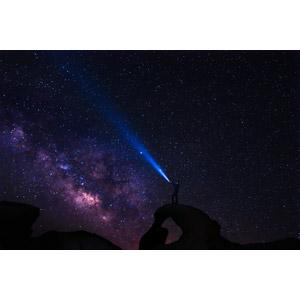 フリー写真, 風景, 夜, 夜空, 星(スター), 天の川, 人と風景, 天然橋, 岩, 光線