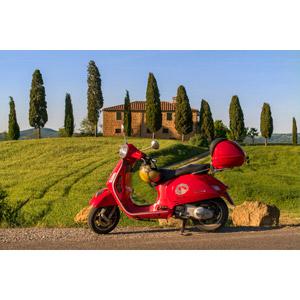 フリー写真, 乗り物, バイク(オートバイ), スクーター, ベスパ, 田舎, イタリアの風景