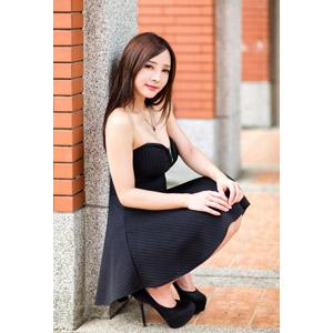 フリー写真, 人物, 女性, アジア人女性, 王真真(00275), 中国人, しゃがむ, ドレス