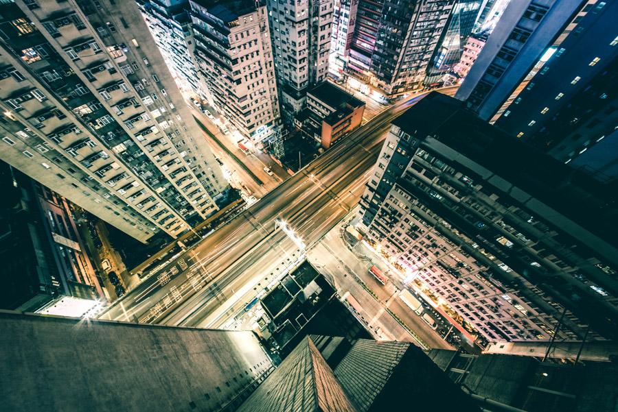 フリー写真 香港の高層マンションと道路の夜景