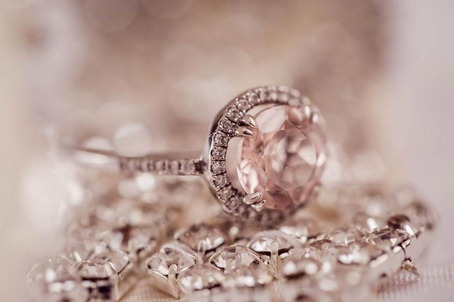 フリー写真 ピンク色の宝石の指輪