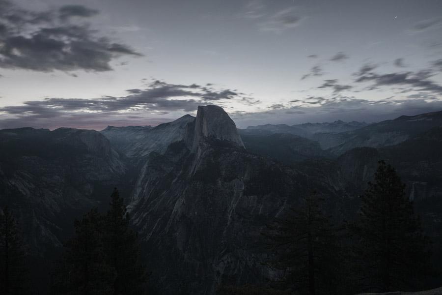フリー写真 日暮れのヨセミテ渓谷の風景