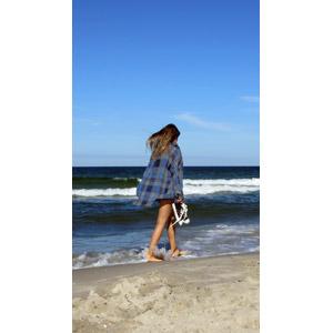 フリー写真, 人物, 女性, 外国人女性, 人と風景, ビーチ(砂浜), 海, 歩く, 後ろ姿