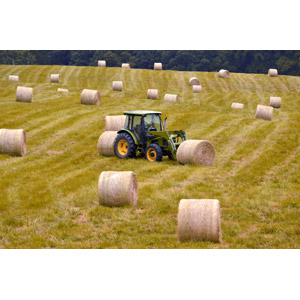 フリー写真, 風景, 田舎, 牧草地, トラクター, 農業機械, 干し草ロール