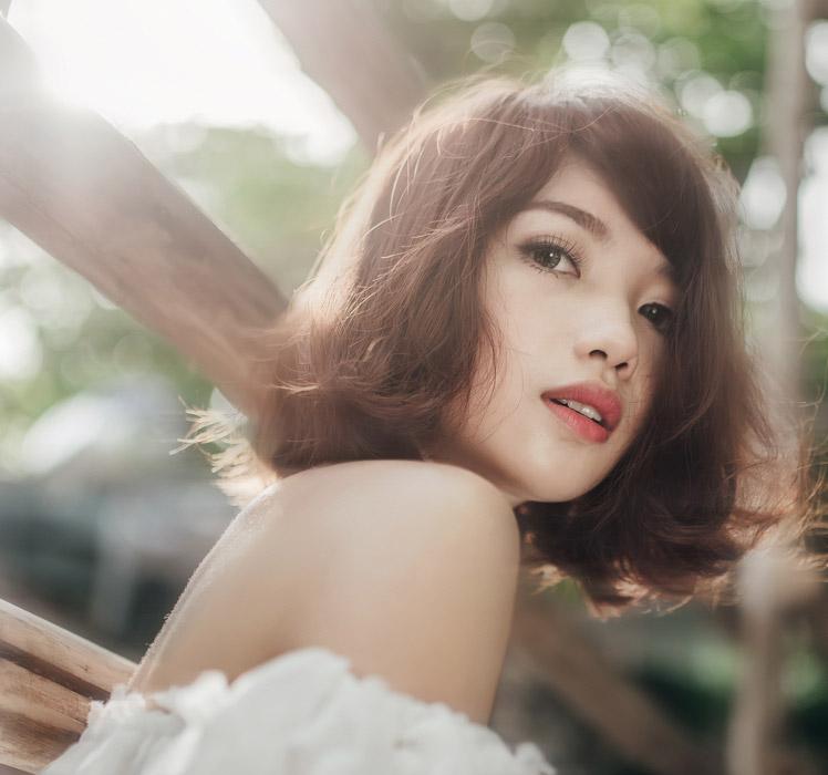 フリー写真 ベトナム人女性のバストアップショット