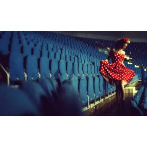 フリー写真, 人物, 女性, 外国人女性, ロシア人, ワンピース, 観客席