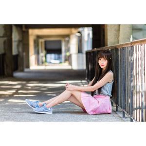 フリー写真, 人物, 女性, アジア人女性, 嚴琪琪(00273), 中国人, ミニスカート, 座る(地面)