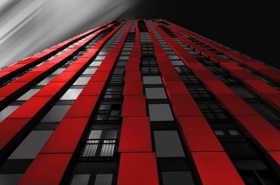 フリー写真 赤いビルの風景