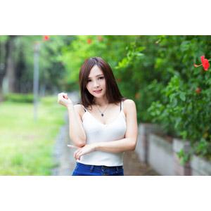 フリー写真, 人物, 女性, アジア人女性, 王真真(00275), 中国人, 人と花, ハイビスカス