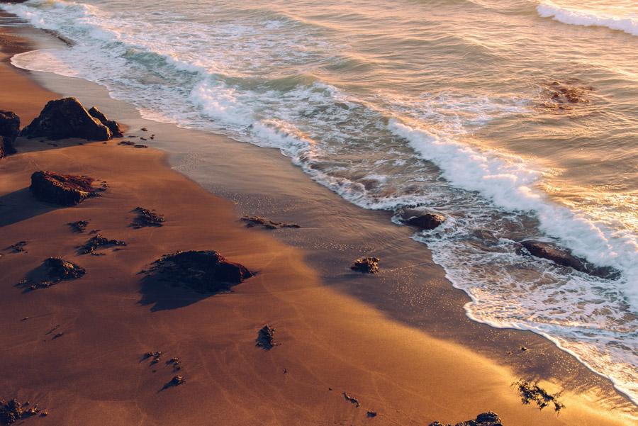 フリー写真 夕暮れの海と砂浜の風景
