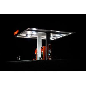 フリー写真, 風景, 建造物, ガソリンスタンド, 給油機, お店(店舗), 夜, アメリカの風景