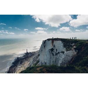 フリー写真, 風景, 海, 海岸, 崖, 灯台(ライトハウス), 人と風景, イギリスの風景, イングランド